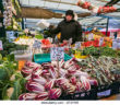 fruit-and-vegetable-stall-at-rialto-market-venice-venezia-italy-europe-cf3yw5